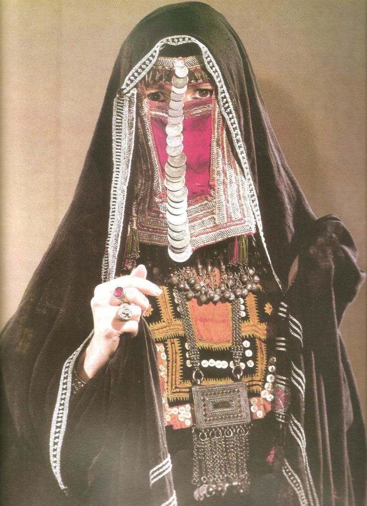 saudi arabesque - woman in harb tribe dress
